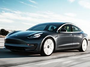 Tesla Model 3'ü hacklendi