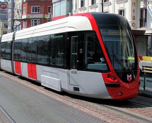Eminönü-Alibeyköy hattına elektriğini yerden alan tren