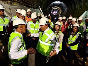 Soyer, Narlıdere metrosunda incelemelerde bulundu