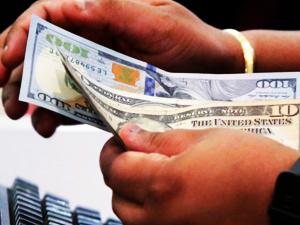 Dolar/TL 6 ayın zirvesine tırmandı