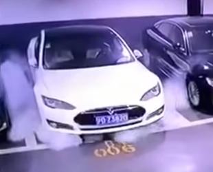 Tesla, park halindeyken patladı