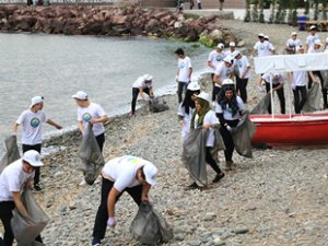Çınarcık'ta 'Gönüllüler' sahil temizliği yaptı