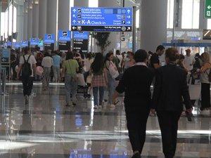 İstanbul Havalimanı'nda bayram hareketliliği arefe gününde de sürüyor