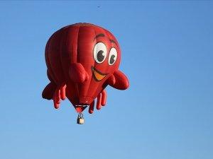 Kapadokya'da balonlar festival için havalandı