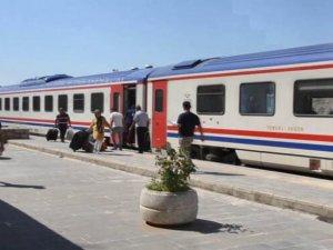 Siirt'in Kurtalan ilçesinde, son dönemlerde tren seyahatinde artış yaşandı