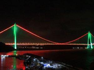 İstanbul'un iki köprüsü Afganistan bayrağı renklerine büründü