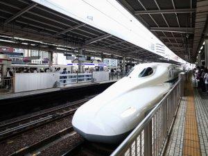 Japonya'da saate 280 kilometre hızla giden tren, kapısı açık sefer yaptı
