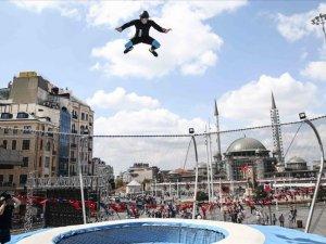 Taksim'de serbest uçuş heyecanı