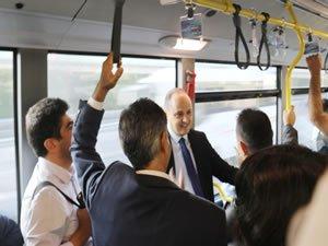 İETT yöneticileri, İBB Başkanı Ekrem İmamoğlu'nun talimatıyla metrobüs ve otobüslerle seyahat etti