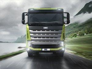 BMC kamyonda gaza basıyor