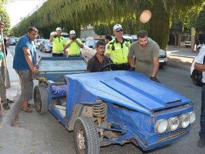 At arabası görünümlü otomobil trafik denetimine takıldı