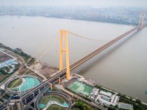 Dünyanın en uzun çift katlı asma köprüsü trafiğe açıldı