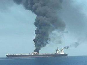 Kızıldeniz'de 'SABITI' isimli İran petrol tankerinde patlama meydana geldi