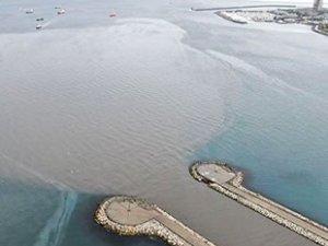 İstanbul'daki yağış sonrası Marmara Denizi'ne çamur aktı
