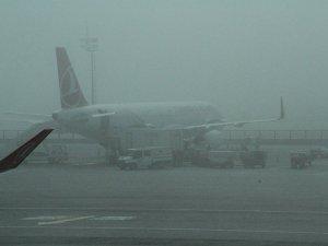İstanbul Havalimanı'nda sis etkili oldu