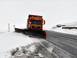 Van'da kar ve tipi nedeniyle 28 yerleşim yerinin yolu kapandı