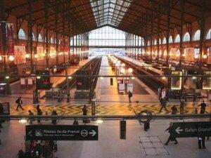 Fransa'da grev nedeniyle ulaşımda aksamalar meydana geliyor
