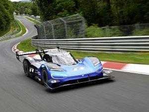 """Volkswagen ID. R """"Yılın Elektrikli Yarış Otomobili"""" seçildi"""