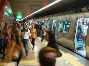 Metroda trenler cumartesi günleri de 8 araçlı olacak
