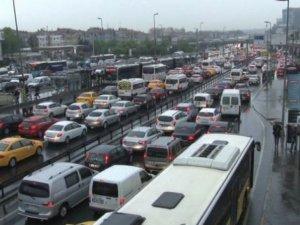 İstanbul'da sağanak sebebiyle trafik yoğunluğu yüzde 70'i aştı