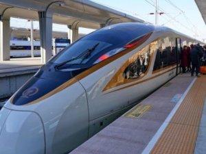 Dünyanın ilk sürücüsüz yüksek hızlı treni Çin'de seferlerine başladı