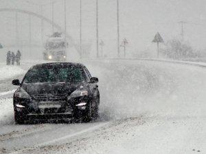 Bolu'da yoğun kar ulaşımı etkiliyor