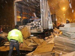 Anadolu Otoyolu'nda yanan kamyon trafiği aksattı