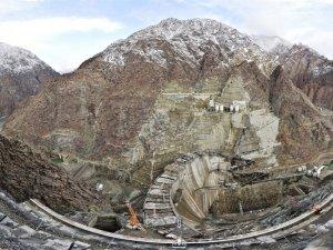Dünyanın üçüncü en yüksek barajında çalışmalar devam ediyor