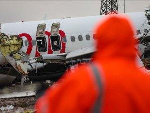 ABD'den gelen heyet kaza yapan uçağın enkazında incelemelerde bulunuyor