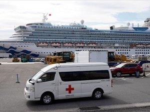 Japonya'da karantina altındaki gemide 40 kişide daha koronavirüs tespit edildi