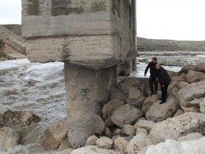 Göksu Köprüsü tehlike saçıyor