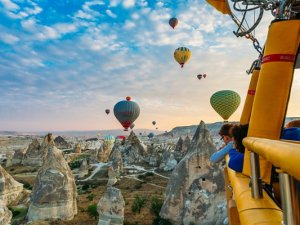 Kapadokya'da balonlar yeniden gökyüzünde