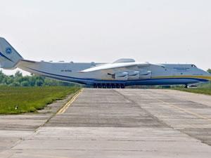 Dünya'nın en büyük kargo uçağı 18 ay aradan sonra tekrar göklerde