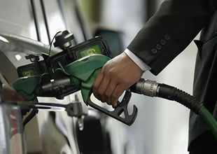 Benzin 8-9 kuruş zamla satılmaya başlandı