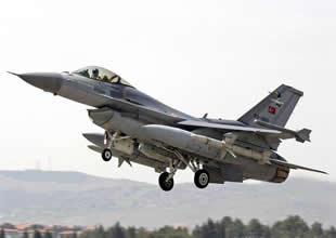 Türk jetleri Suriye sınırında keşif uçuşunda
