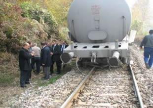 Karaman'da yük treni otomobile çarptı
