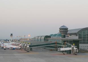 İç hatlar terminalinin yapımı devam ediyor