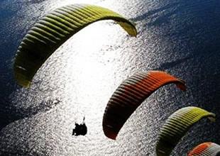 Efes'te gece paraşüt atlayışı başlıyor