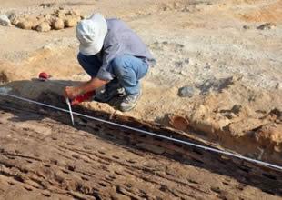 Mısır'da 5 bin yıllık firavun teknesi bulundu