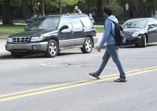 Yaya'ya yol vermeyen sürücüye ceza kesecek