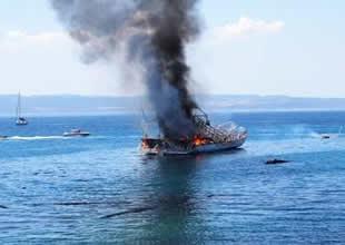 Ayvalık açıklarında gezi teknesi yandı