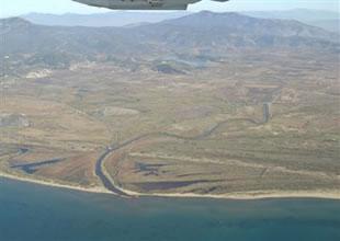Menderes'i sanayi atıkları kirletmiş