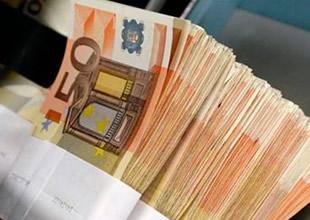 S&P, Yunanistan'ı 'negatif'e aldı