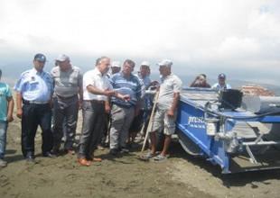 DTO'dan belediyeye kum temizleme aracı