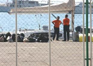 14 metrelik yatta 60 kaçak yakalandı