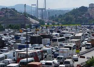 İstanbul trafiğinde bayram çilesi yaşanıyor