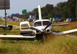 Uçağın havada yakıt deposu boşaldı
