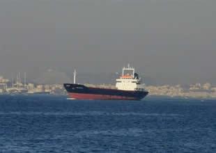 Pervanesine halat dolanan gemi demir attı