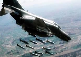 Esed'in uçağı Türkiye sınırındaki köyü vurdu