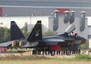 Savaş uçakları  F-22 ve F-35 dikkat çekiyor